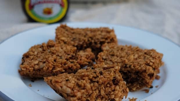 vegan-marmite-and-peanut-butter-flapjack-recipe
