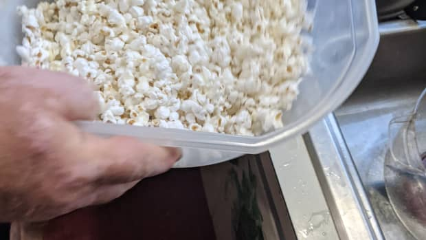 popcorn-made-with-coconut-oil