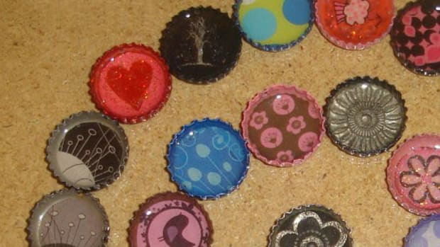 how-to-make-bottle-cap-pendants