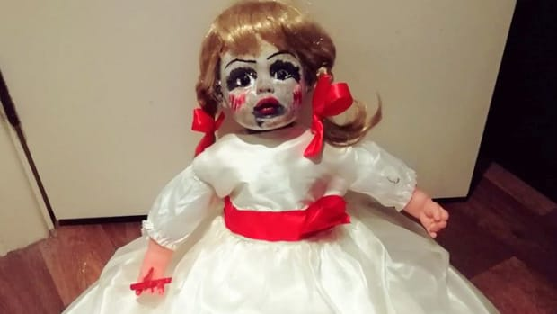 halloween-diy-displays-how-to-make-a-scary-annabelle-doll-for-your-halloween-yard-display