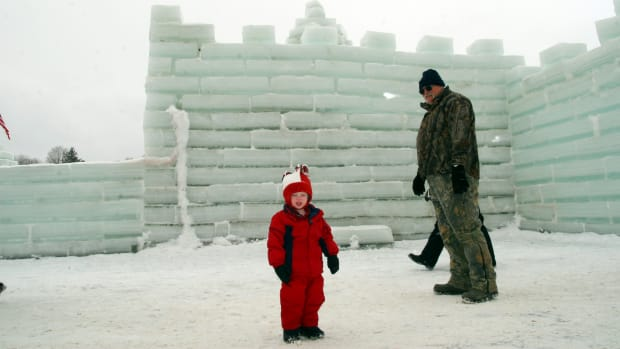 the-mayville-ice-castle-a-festival-in-mayville-ny
