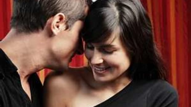 signs-and-symptoms-of-a-flirting-lady