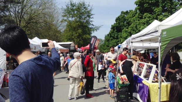 trout-lake-farmers-market-in-john-hendry-park-east-vancouver