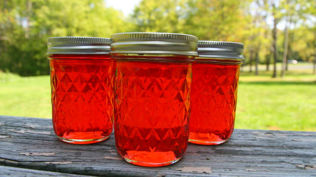 how-to-make-candy-apple-jelly-with-four-simple-ingredients