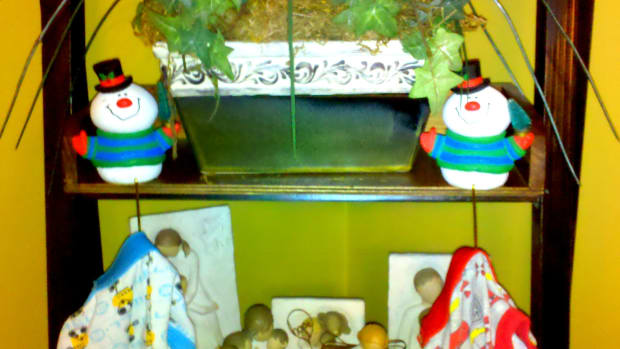 funny-and-mischievous-ways-to-hide-your-elf-on-the-shelf