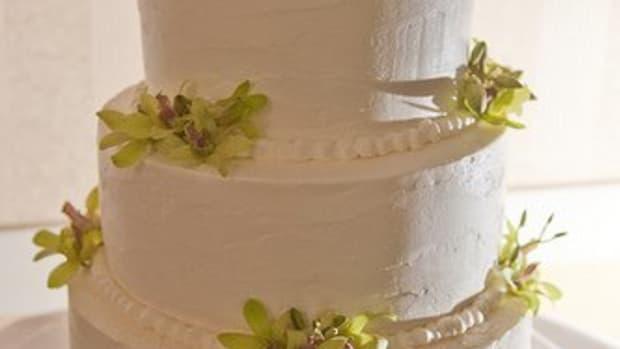 brides-wedding-cake-frosting