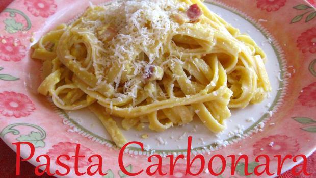 penne-carbonara-yummy-eggs--bacon-pasta