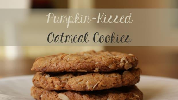 pumpkin-kissed-oatmeal-cookies