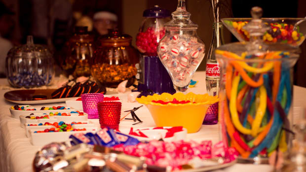 have-a-candy-bar-at-your-wedding
