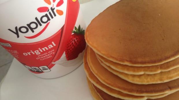 strawberry-yogurt-pancakes-recipe