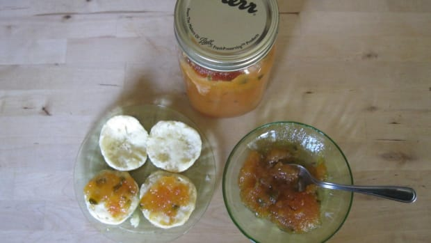 persimmon-and-jalapeno-pepper-jam