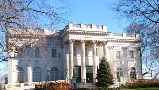 romantic-winter-getaway-newport-rhode-island-mansion-tours
