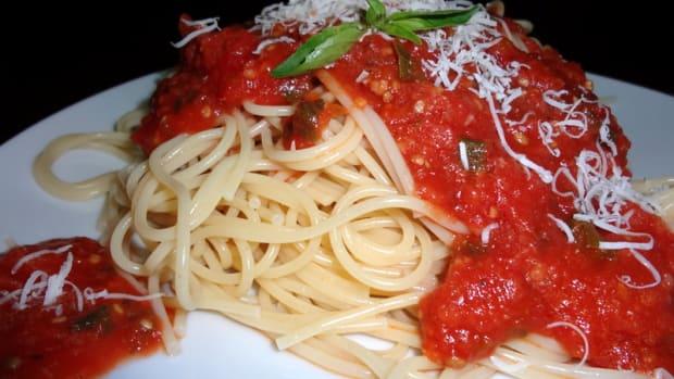 italian-spaghetti-sauce-made-with-garden-fresh-tomatoes