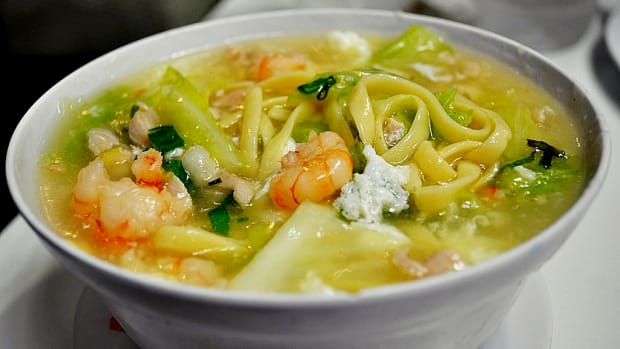 recipe-for-lomi-a-comforting-philippine-egg-noodle-dish