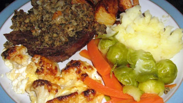stuffed-steak-homemade-stuffing-recipe-dinner-recipes-roast-potatoes-vegetables-meat