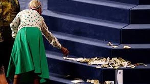 case-against-laying-money-at-the-preachers-feet-in-modern-churches