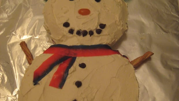 how-to-make-a-snowman-cake-an-easy-fun-christmas-cake-for-kids-to-decorate