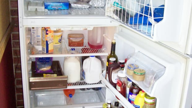 how-to-clean-a-smelly-refrigerator