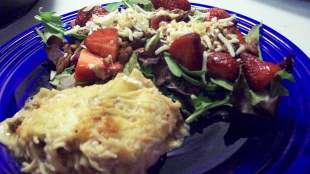 veggie-crumble-lasagna-salad-baby-greens-vinaigrette-dressing