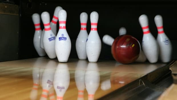 dont-look-at-the-pins-bowling-tips-for-beginners