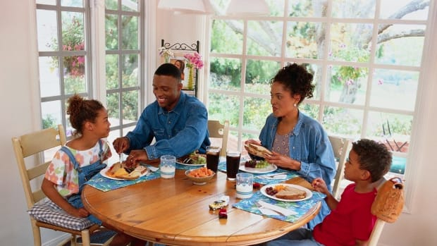 family-dinner-table-manners-for-children