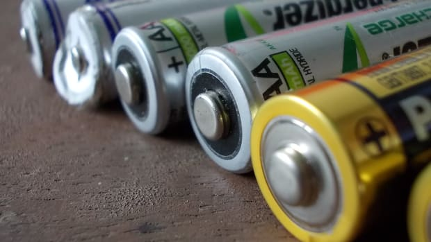 which-is-better-nickel-metal-hydride-nimh-or-lithium-ion-li-ion-batteries