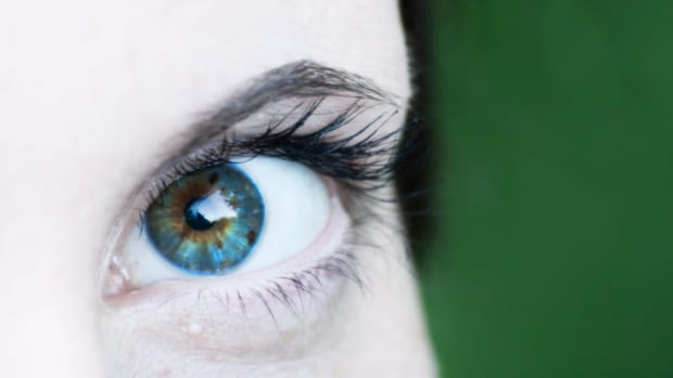 why-are-my-eyelashes-falling-out-how-to-make-eyelashes-grow-back
