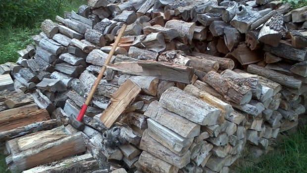 how-to-chop-split-firewood-basics