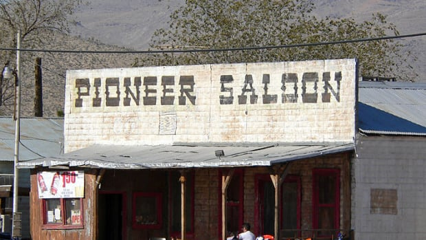 pioneer-saloon-in-goodsprings-nevada-tales-of-hollywood-and-gambling-gunfights-and-ghosts