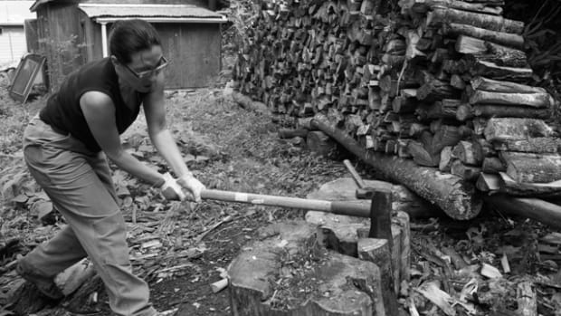 splitting-logs-for-firewood