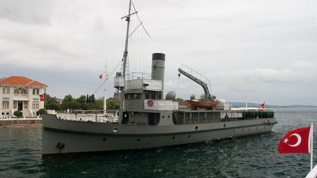 about-world-war-1-gallipoli-saved-by-turkish-minelayer-nusret