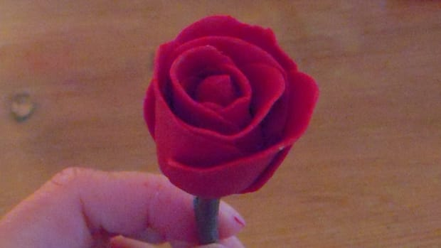 how-to-create-a-rose-with-modeling-clay