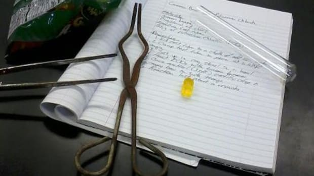 gummy-bear-meets-potassium-chlorate-experiment