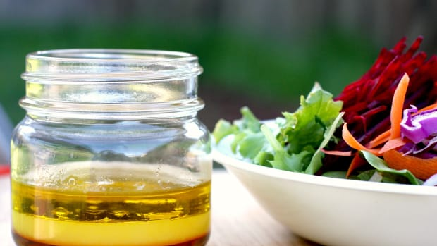 10-easy-healthy-homemade-salad-dressing-recipes