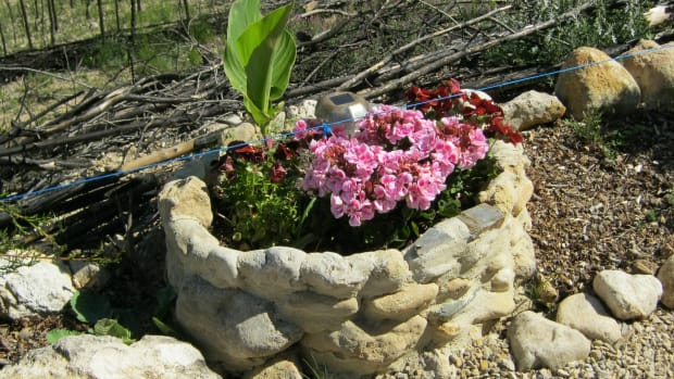how-to-build-attractive-stone-planters-for-your-garden-for-almost-no-cost