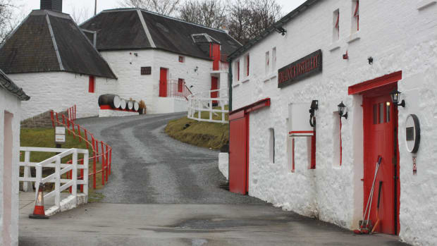 smallest-whisky-distillery-scotland-edradour