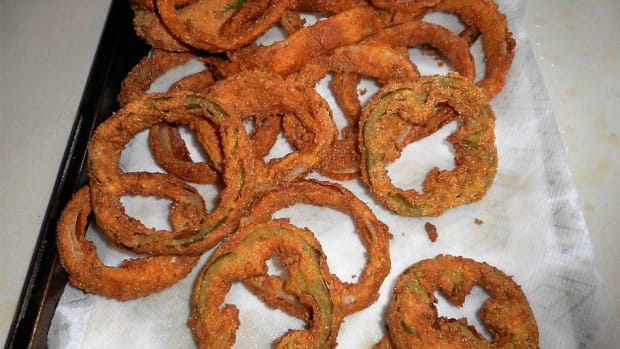 minnesota-cooking-deep-fried-onion-rings-with-a-buttermilk-marinade