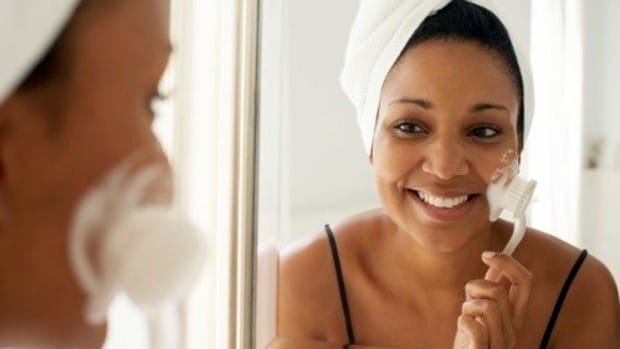 the-facial-brush-essential-in-a-skin-care-routine