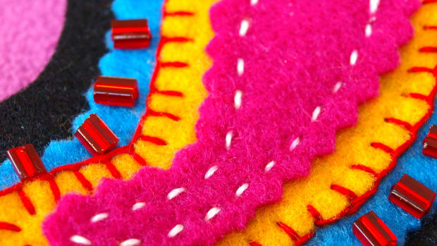felt-crafts-how-to-make-a-felt-brooch