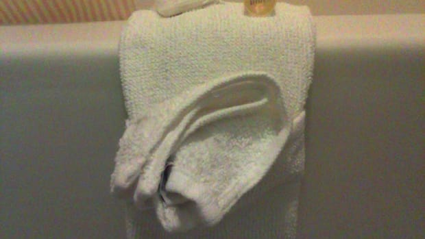 towel-origami-making-a-fancy-towel-with-a-pocket-for-house-guests
