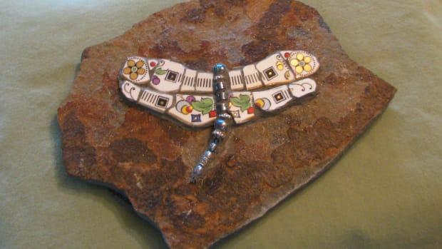 how-to-mosaic-garden-stones