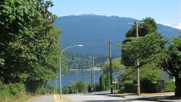 a-walking-and-bike-trail-in-burnaby-bc