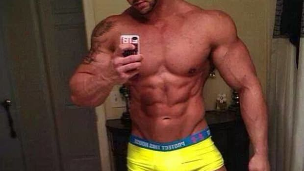 how-to-make-a-hot-muscle-selfie-for-any-gay-man-with-examples