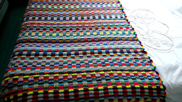 how-to-crochet-a-eye-catching-afghan-from-yarn-scraps