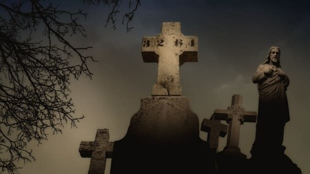when-the-shadows-darken-haunted-cemeteries