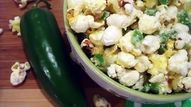 jalapeno-garlic-and-parmesan-cheese-popcorn