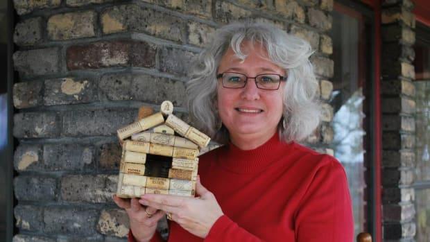 how-to-make-a-wine-cork-bird-house