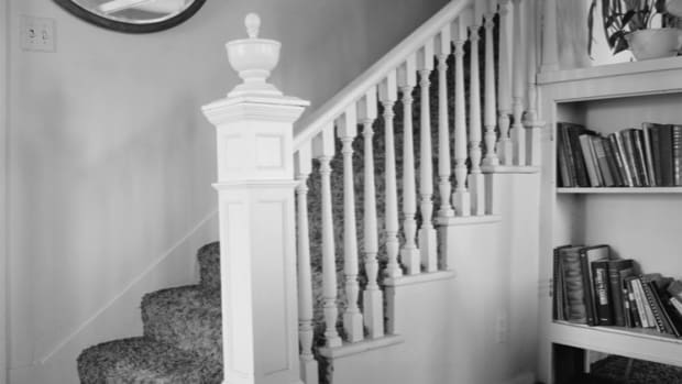 getting-a-queen-or-king-size-bed-to-a-second-floor-bedroom-when-the-stairway-is-too-small