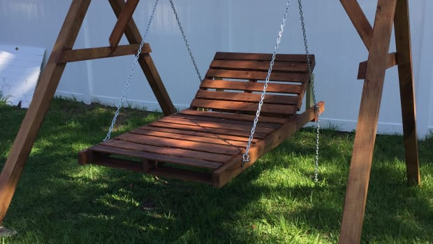 chaise-lounge-pallet-swing-for-15000