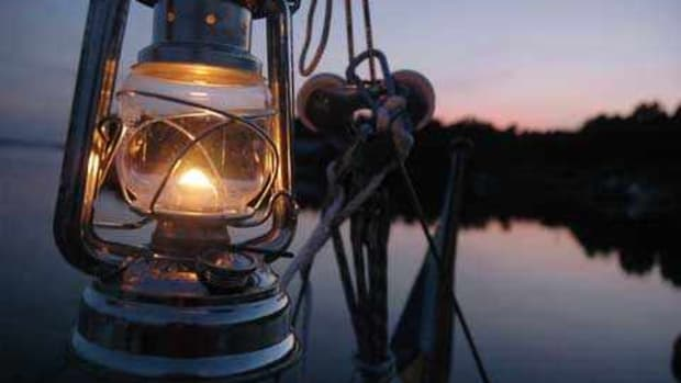 marine-oil-lamps-a-traditional-look